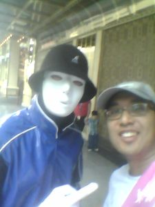 Jabbawockeez member in Blue, taking some time out to do fan service.